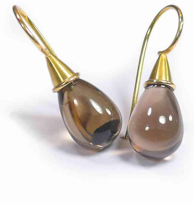Ohrringe aus Gold mit Edelstein
