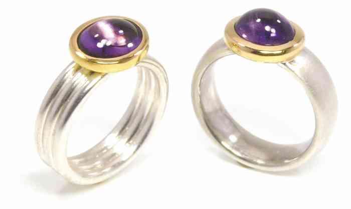 Handgeschmiedete Ringe mit farbigen Edelsteinen von Bagger und Gehring