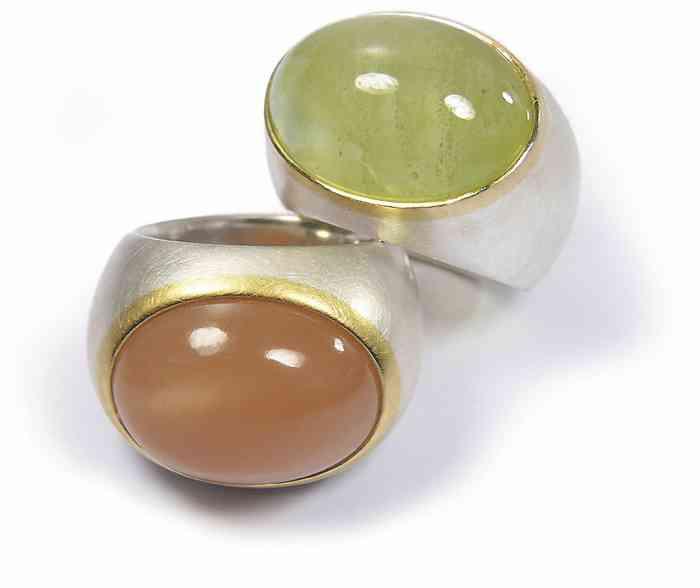 Breite Ringe mit ovalen Edelsteinen von Bagger und Gehring