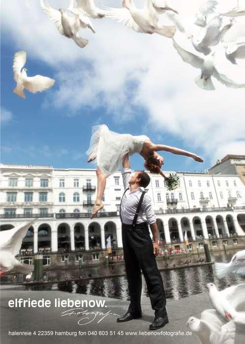 Brautpaar vor den Alsterarkaden von Elfriede Liebenow Hochzeitsfotografie in Hamburg