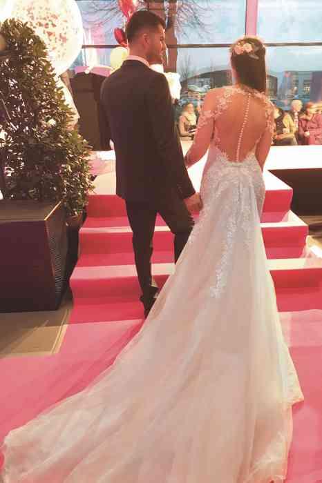 Brautkleid Herrenanzug Lueneburg Dirk Lang Hochzeitsausstatter und Massatelier Modenschau Brautkleid tiefer Rückenausschnitt Anzug dunkelgrau