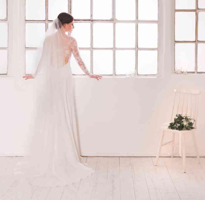 Elegantes Brautkleid Loreen mit tiefem Rückenausschnitt