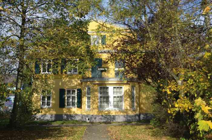 Park auf der Rückseite Standesamt Bergedorf