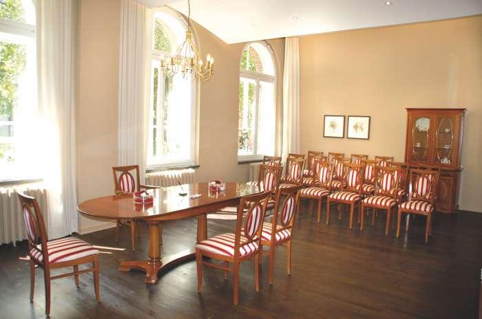 Der Trauraum 1 im Rathaus Hamburg Harburg ist 48 qm groß und bietet Platz für 40 Personen und das Hochzeitspaar.