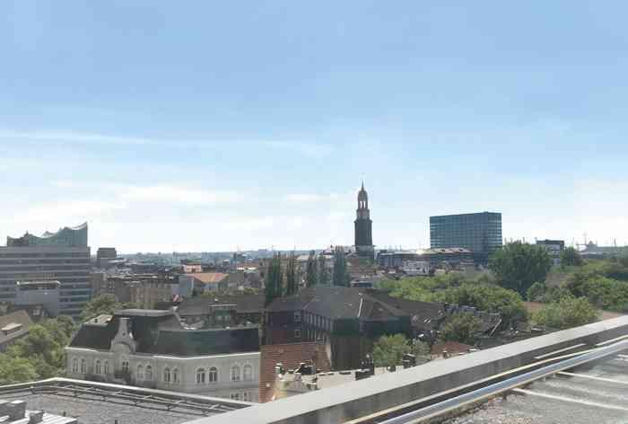 Ausblick Kleiner Trauraum des Standesamtes Hamburg-Mitte auf Michel und Elphi
