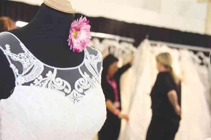 Auf der Hochzeitsmesse Hochzeitstage Hamburg in Halle B7 können sich Bräute die aktuellen Brautkleider Kollektionen auf den Ständen der Aussteller anschauen.