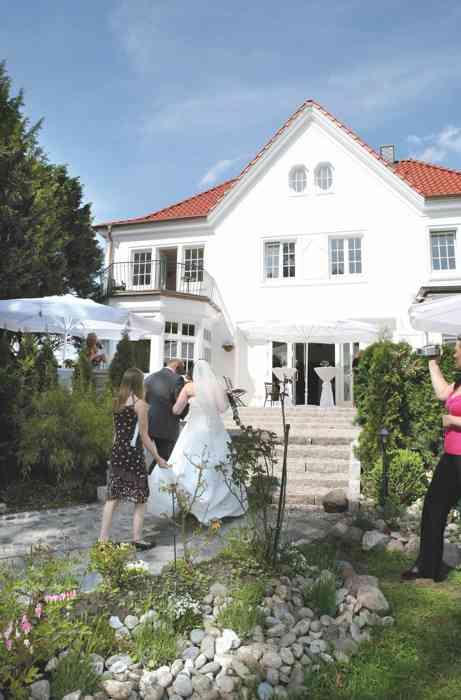 Villa Halstenbek im Lüdemannschen Park - Trauort des Standesamtes Halstenbek