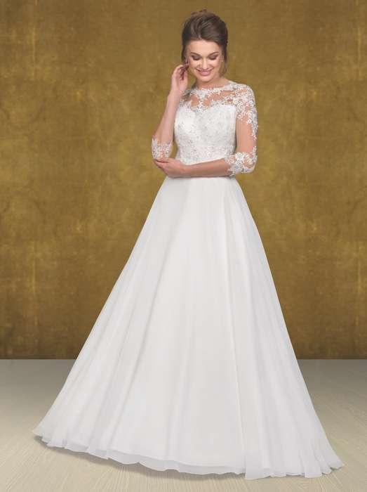 Das Brautkleid Enja von Lohrengel aus der Lignesse Kollektion ist eines von Susanne Seidels Lieblingsmodellen.