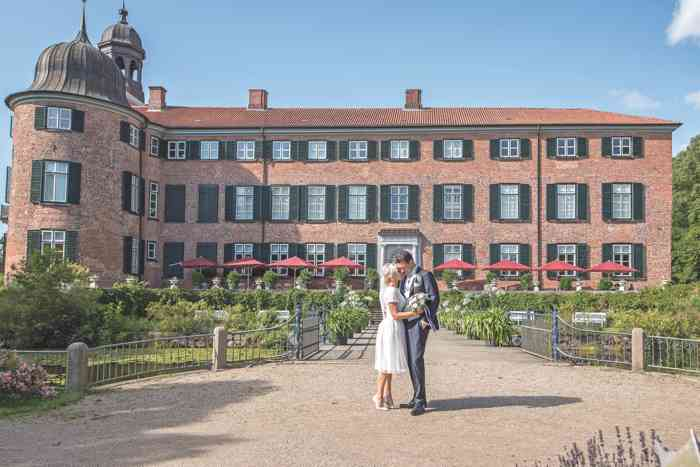 Brautpaar vor dem Schloss Eutin.