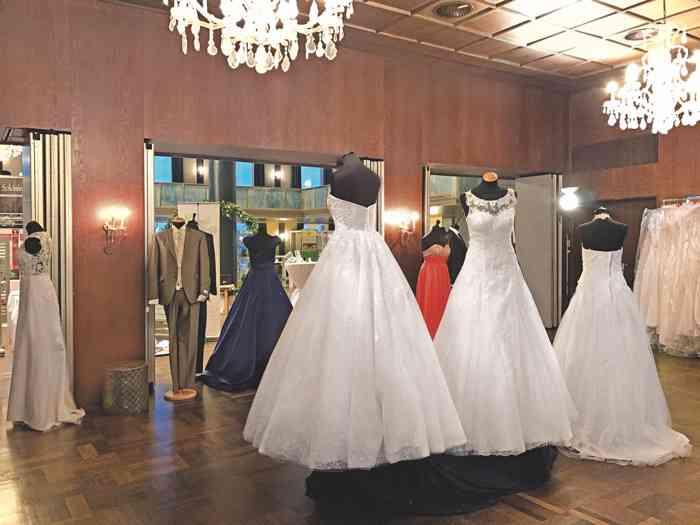 Brautkleider auf der Hochzeitsmesse Festival der Hochzeit im Kieler Schloss