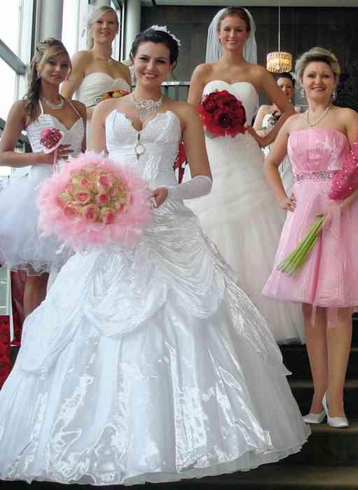 Brautmode auf der Hochzeitsmesse Festival der Hochzeit im Kieler Schloss