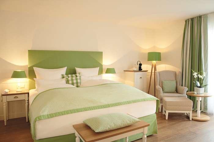Die frisch renovierten 75 Zimmer und Suiten sind im klaren Stil skandinavischer Gelassenheit eingerichtet.