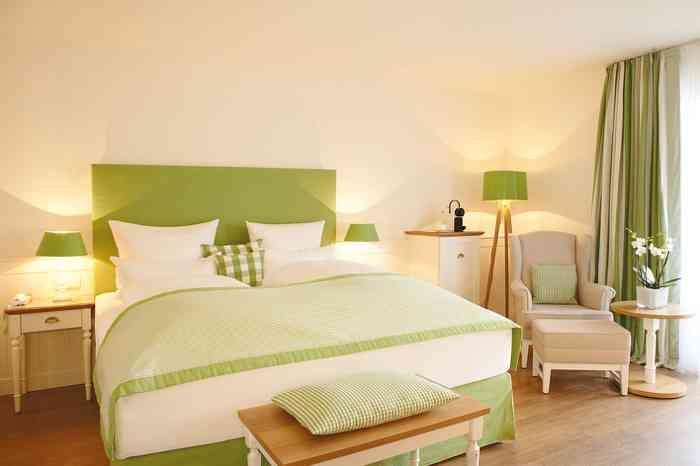 Fuchsbau Romantik Hotel Restaurant Hotelzimmer und Suiten im skandinavischen Stil.