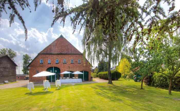 Fuchsbau Romantik Hotel Restaurant Spa Große Tenne und Garten für Hochzeiten