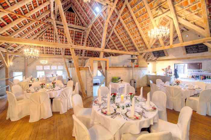 Fuchsbau Romantik Hotel Restaurant Spa Hochzeitsfeier in der Tenne