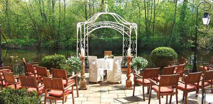 Eheschließungen unter freien Himmel werden im Restaurant Alsterpark liebevoll arrangiert.