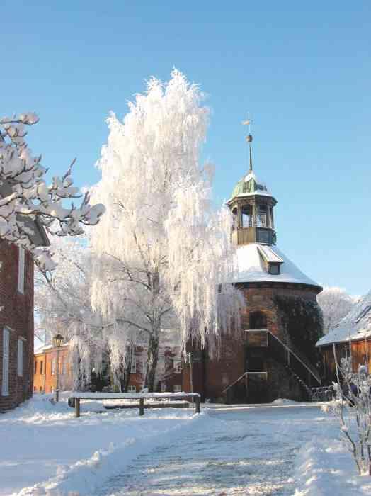 Schlossturm neben dem Standesamt Lauenburg-Elbe im Winter