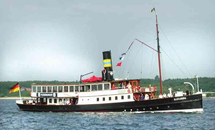 _CCBY-SA-_wikipedia_Dampfschiff_Alexandra.tiff