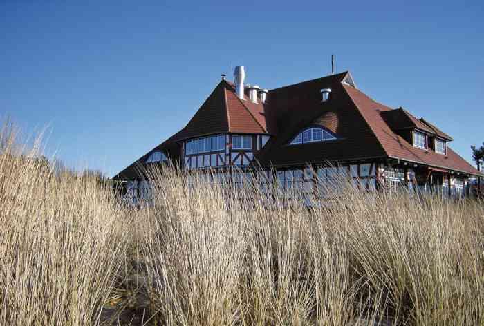 Das Kurhaus ist Trauort des Standesamtes Zingst. Das jetzige Kurhaus in Zingst befindet sich am Hauptübergang neben der Seebrücke.