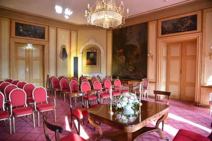 Gartensaal im Schloß Ahrensburg für Trauungen mit rund 40 Personen