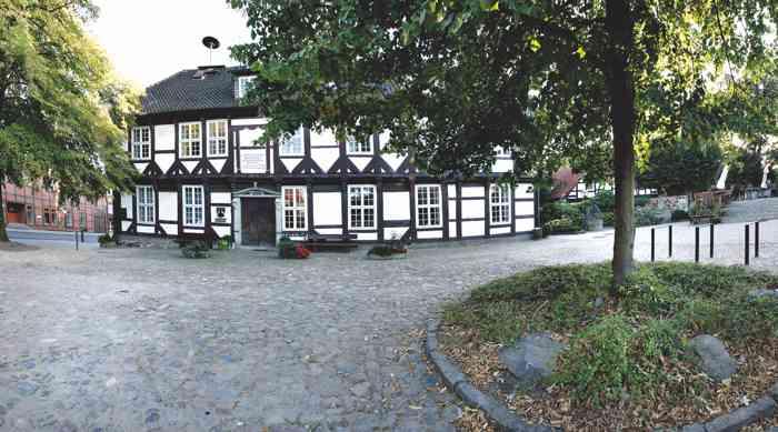 Standesamt Wedemark Region Hannover mit Vorplatz.