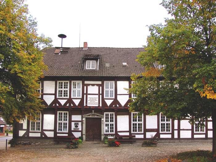 Standesamt WedemarkDas Standesamt Wedemark Region Hannover bietet Trauungen im schönen Fachwerkgeäude des Rathauses an.