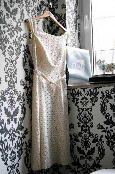 Brautkleid vor der Hochzeit Juliane Kiefer Fotografie