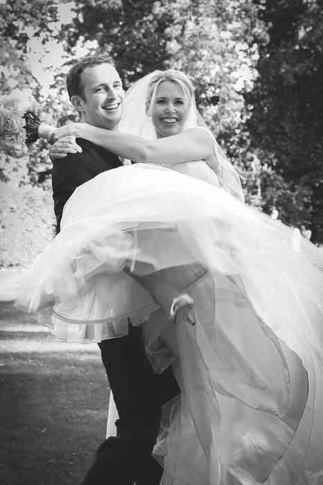Die Braut auf den Händen Juliane Kiefer Fotografie