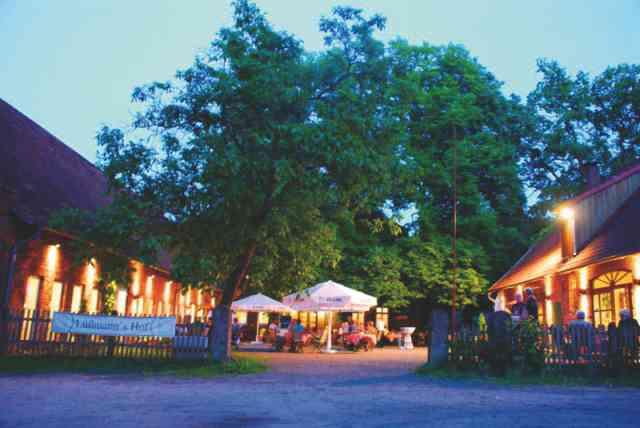 Lüßmanns Hof am ruhigen Dorfplatz