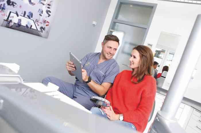 Zahnarztpraxis Dr. Marcus Parschau Beratungsgespräch
