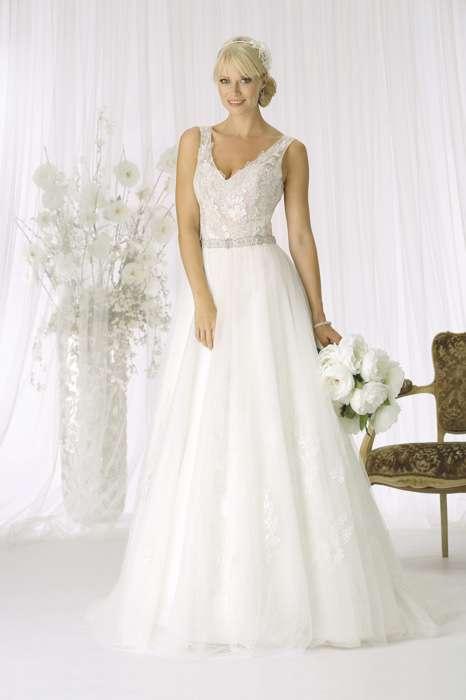 Brautkleid mit Oberteil aus Spitze und weitem Rock aus Tüll.