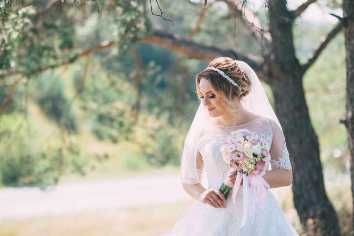 Brautkleid und Schleier von Astraphal Brautmode