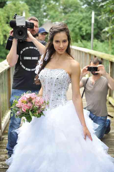 Astraphal Brautkleid mit Brautstrauss