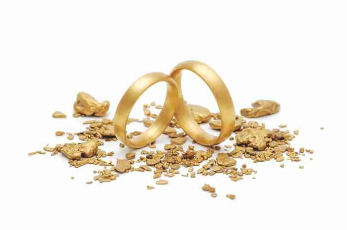 Das Team um Jan Spille kann auch aus Recycling-Gold wunderschöne Trauringe schmieden.