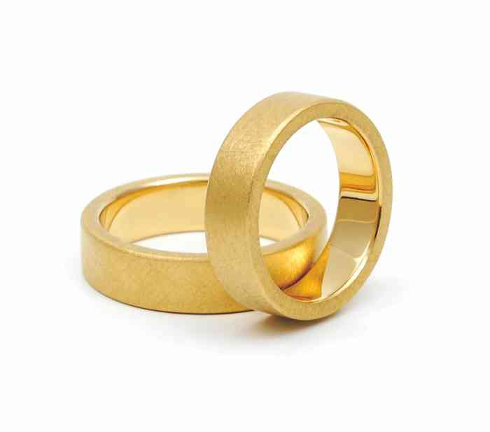 Maßangefertigte Ringe aus Gold - geschmiedet von dem Team um Jan Spille.