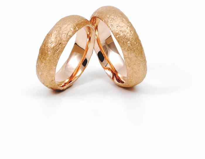 Bei Jan Spille-Schmuck werden alle Ringe individuell von Hand geschmiedet.
