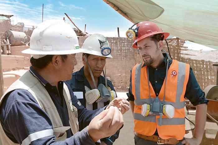 Jan Spille verarbeitet Edelmetalle aus ökologischem und sozialgerechtem Bergbau.