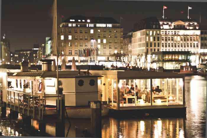 Hamburg Hochzeitslocation Lokalgold Alster bei Nacht