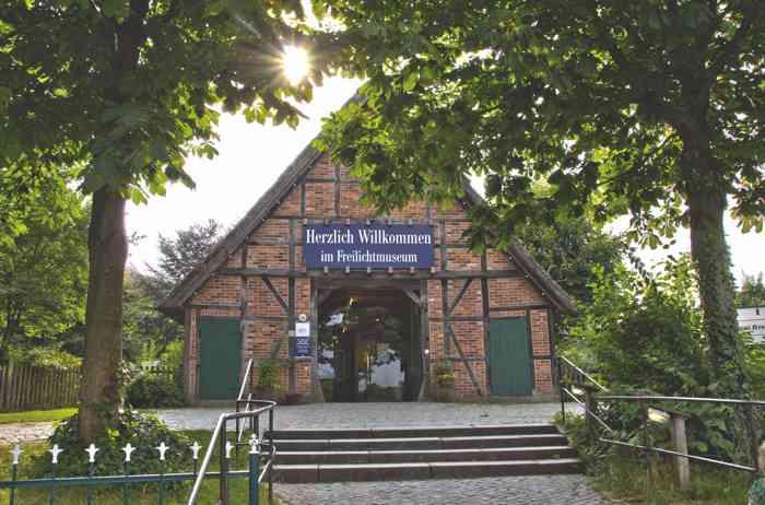 Eingang der Hochzeitslocation Freilichtmuseum am Kiekeberg