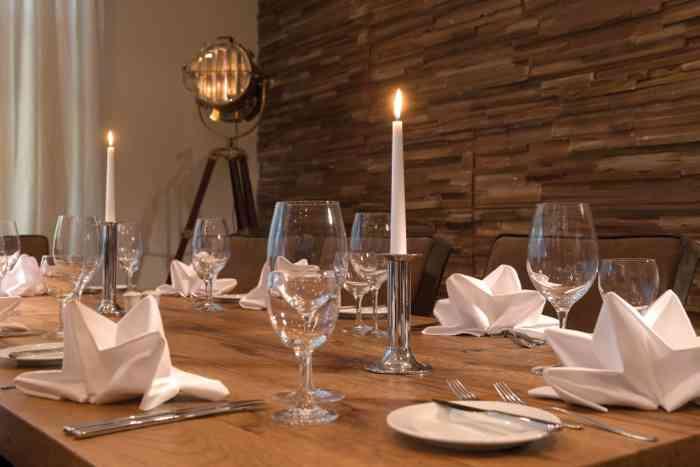 Gedeckter Tisch im Restaurant Wyndham Hotel Atrium Hannover