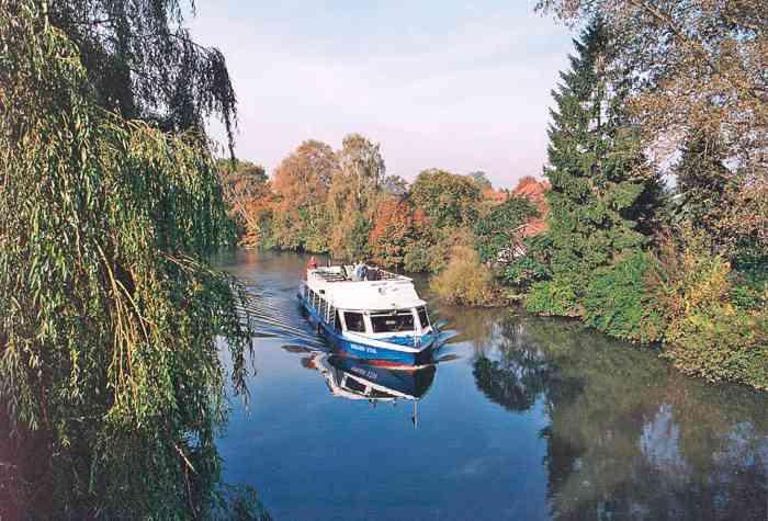 Die Bergedorfer Schiffahrtslinie bietet in Kooperation mit dem Standesamt Bergedorf Eheschließungen auf der Bille an