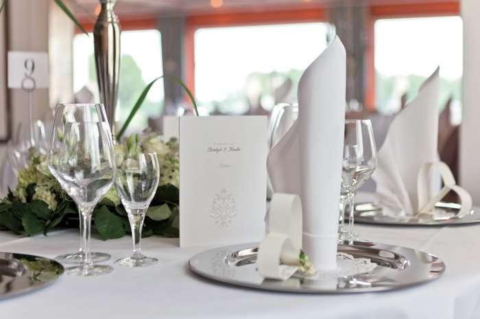 Strauers Hotel am See, Dekorierte Tisch, Menukarte