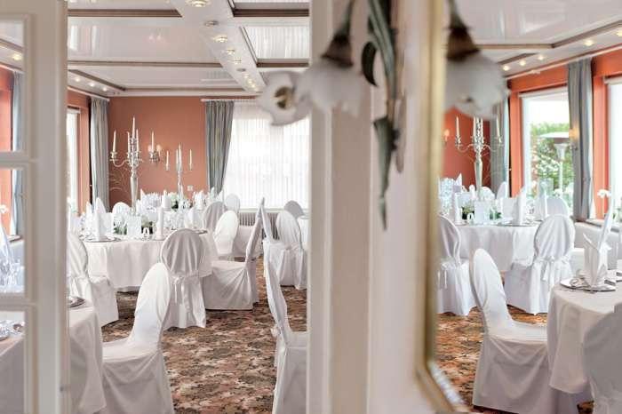 Strauers Hotel am See, Saal weiss dekoriert