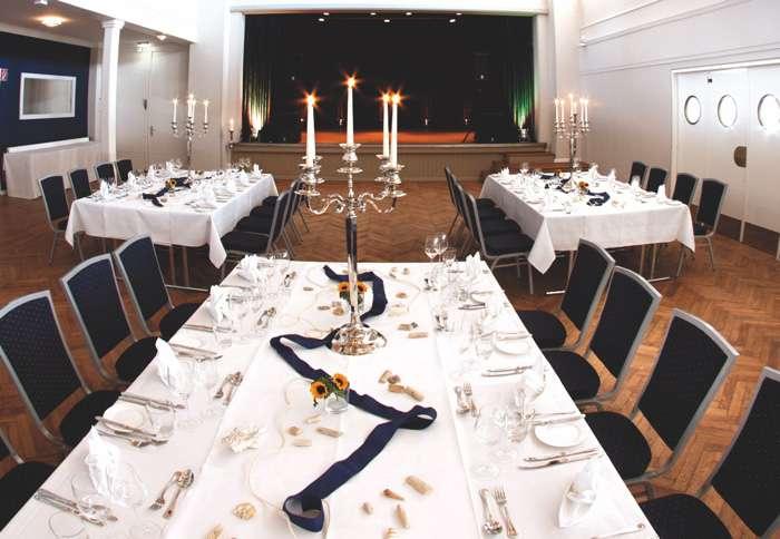 Saal der Hochzeitslocation Das Neue Schulauer Fährhaus an der Elbe.