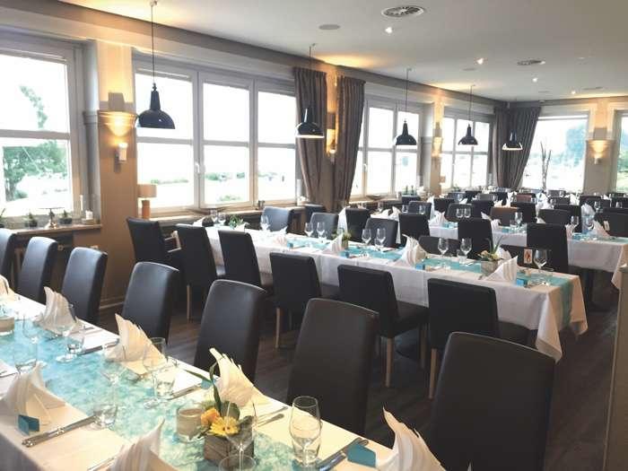 Festsaal der Hochzeitslocation Das Neue Schulauer Fährhaus an der Elbe.