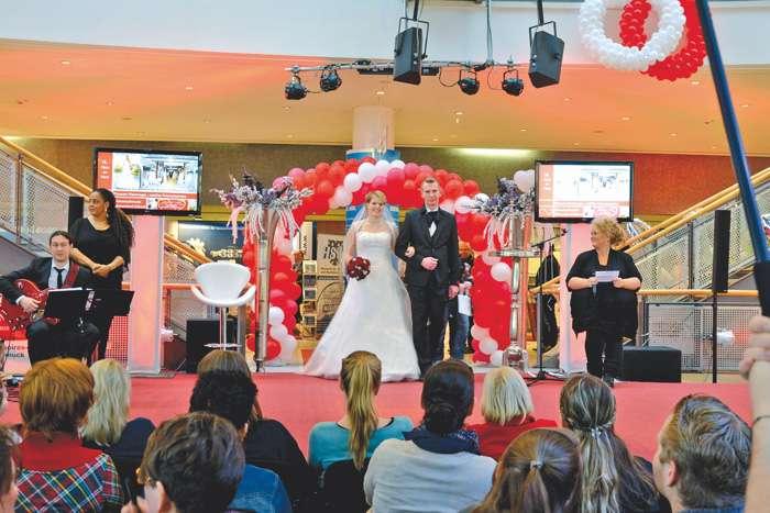 Modenschau auf der Hochzeitsmesse Herz an Herz in Neumünster