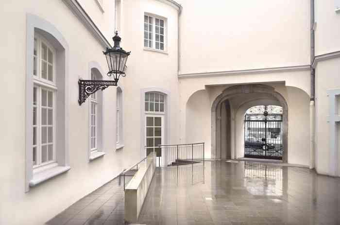 Der Innenhof des alten Rauthauses Bonn kann nach der Trauung von Brautpaar und Gästen genutzt werden.