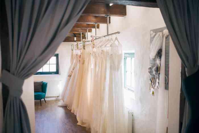 Im Designer Brautbereich findet die Braut exklusiv ausgewählte Designer mit den feinsten Stoffen, individuellen Schnitten und perfekter Verarbeitung. Eine große Auswahl im preislichen Rahmen ab 1200,- von allen Designern.