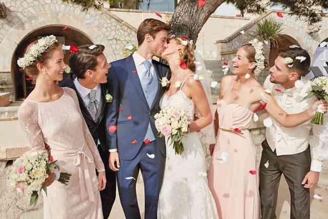 Im Hochzeitshof Glaisin wird das Brautpaar  in der Damenabteilung - dem Frauenzimmer und in der Herrenabteilung - Herrenhaus genannt - fündig.