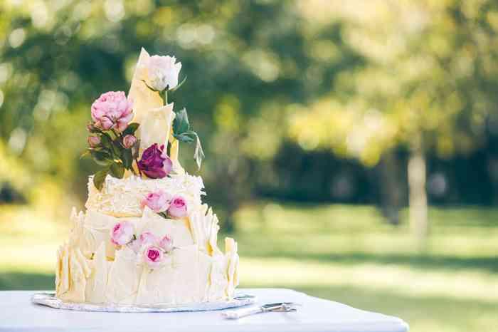 Brautpaare können samstags mit maximal bis zu 40 Gästen im Hochzeitshof feiern und tanzen. Gastronomisch versorgt von Ellis Cafe.